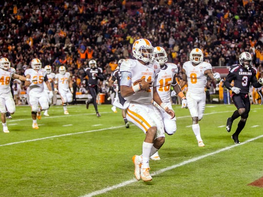 Tennessee Volunteers quarterback Joshua Dobbs (11)