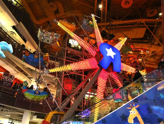 AP TIMES SQUARE TOY STORE F A USA NY