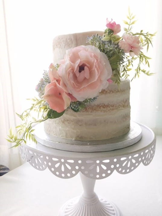 636483418591020940-This-tier-wedding-cake-was-baked-by-The-Pacetre.jpg