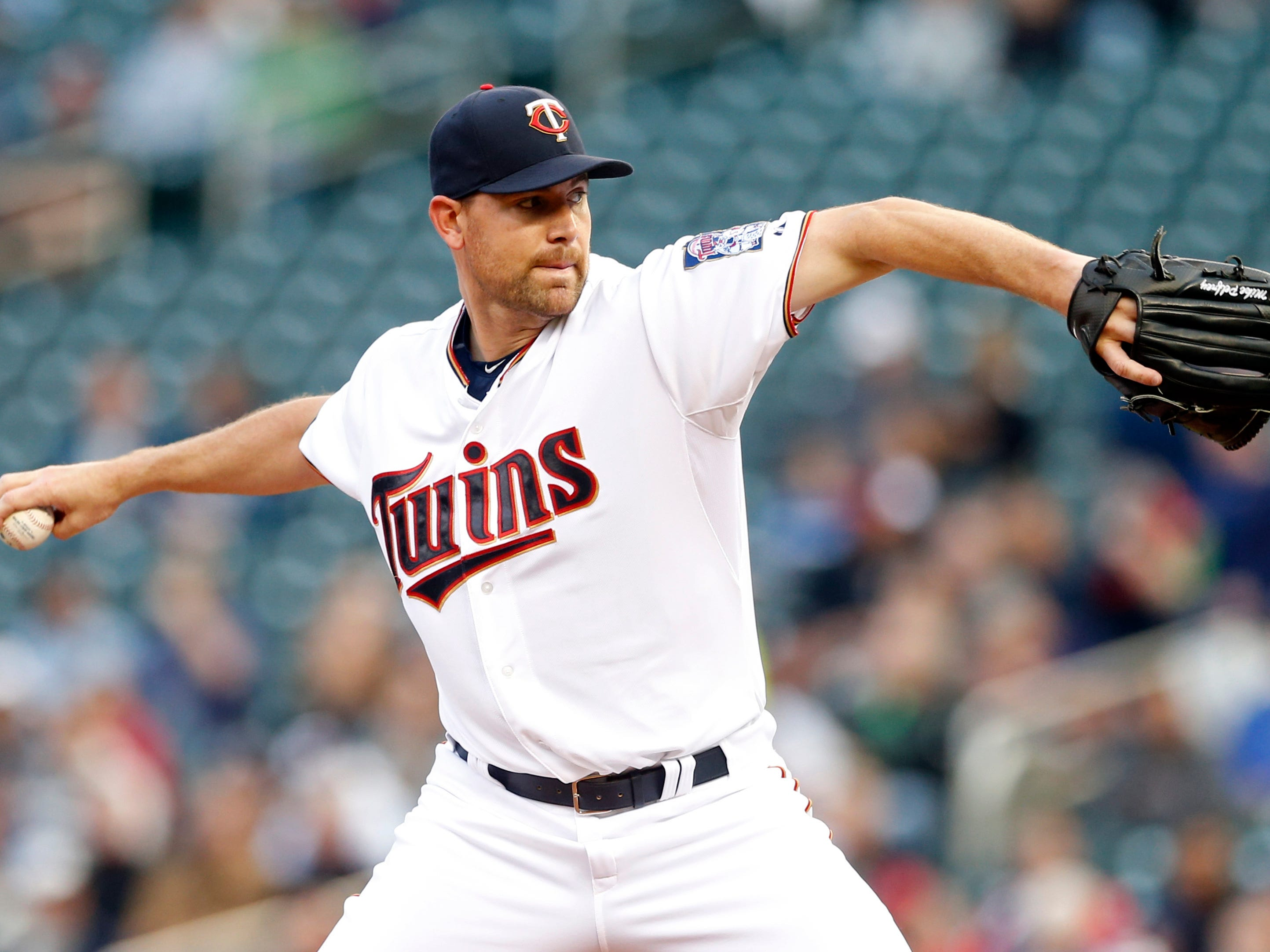 Minnesota Twins pitcher Mike Pelfrey throws against the Detroit Tigers in the first inning of a baseball game, Tuesday, April 28, 2015, in Minneapolis. (AP Photo/Jim Mone)