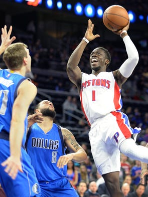 The Pistons' Reggie Jackson scores over  the Mavericks'
