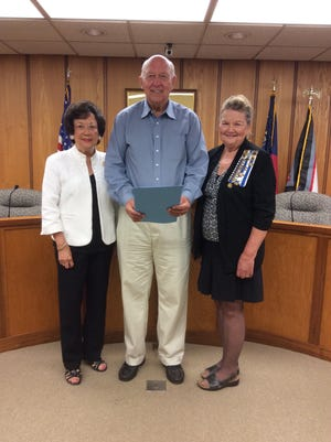 Shown from left are Martha Lutz, Constitution Week chairwoman; Mayor Larry Guest of Elberton; andPat Thomas, Regent of Stephen Heard Chapter, NSDAR.