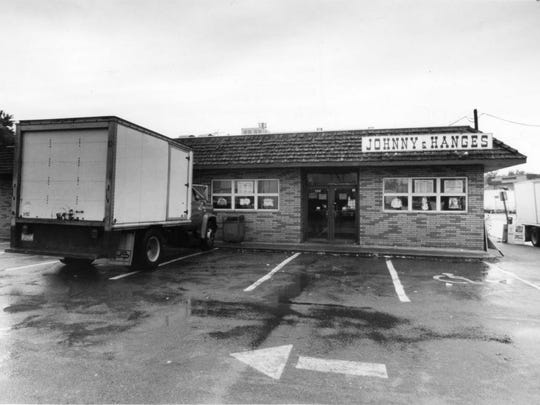 Johnny & Hanges restaurant in Paterson in 1991.
