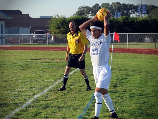 Referee Jack Pond watches Decatur senior Andy McKahan