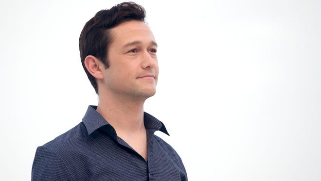 """Joseph Gordon-Levitt attends the """"The Walk"""" photo call during Summer Of Sony Pictures Entertainment 2015 at The Ritz-Carlton Cancun on June 15, 2015 in Cancun, Mexico."""