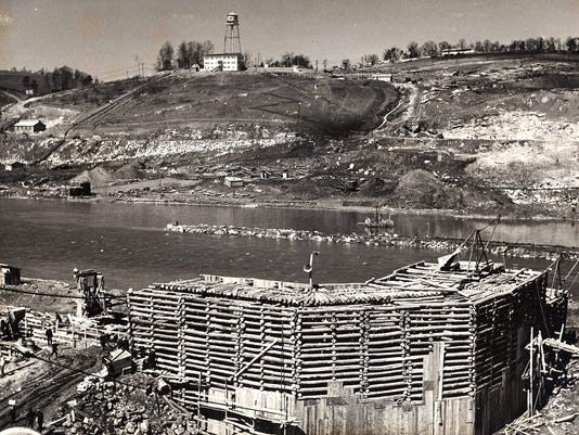 Douglas-Dam-under-construction.jpg