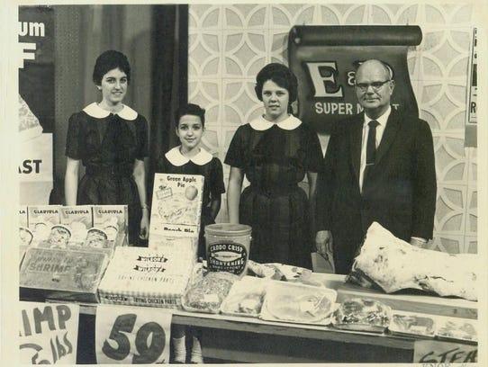 Left right, the Robinettes:  Linda Robinson (Sholar);