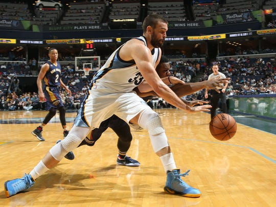 Memphis Grizzlies Marc Gasol chases down a loose ball