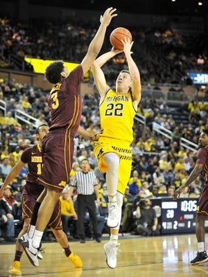 Duncan Robinson shoots against Minnesota in the first half Wednesday night.