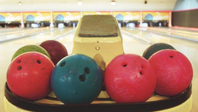 Bowling balls on ball return
