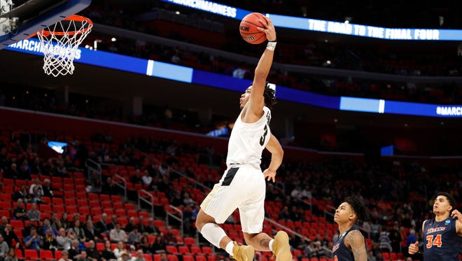 Purdue Boilermakers guard Carsen Edwards (3) goes to the basic in the first half against the Cal State Fullerton Titans in the first round of the 2018 NCAA Tournament at Little Caesars Arena.