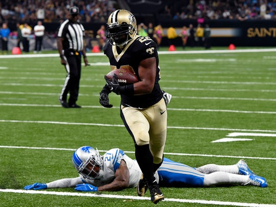 Saints running back Mark Ingram scores a touchdown