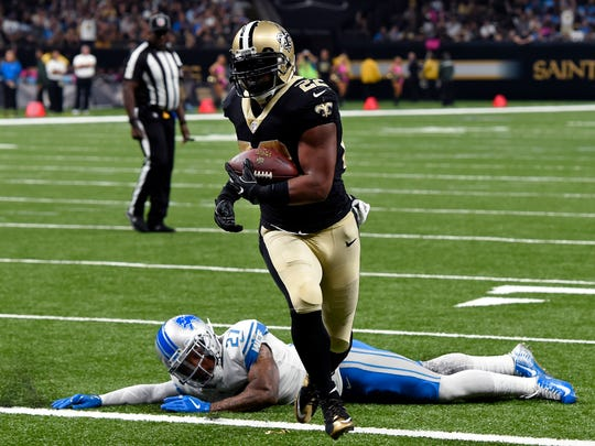 Saints running back Mark Ingram scores a touchdown past Lions safety Glover Quin in the first half in New Orleans, Sunday, Oct. 15, 2017.