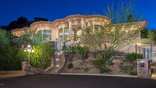Grammy award-winning singer Alicia Keys has taken her 7,881-square-foot Phoenix mansion off the market.