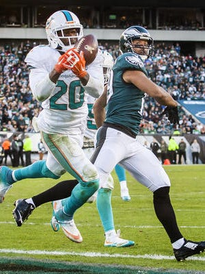 Miles Austin reacts as Miami's Reshad Jones intercepts a pass intended for him Sunday in the Eagles' 20-19 loss to Miami.