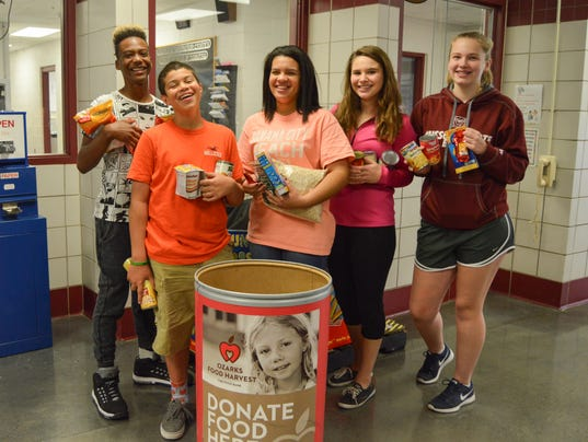 635830256577146749-Carver-students-collect-for-Food-Fight-2015