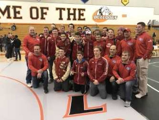 Slinger team, North Shore champion.jpg
