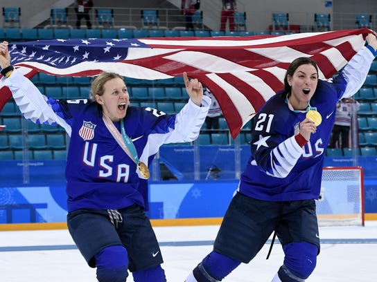USA's Kendall Coyne (L) and Hilary Knight hold their