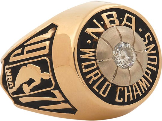 Oscar Robertson's 1971 NBA championship ring won while he was a member of the Milwaukee Bucks is up for auction.