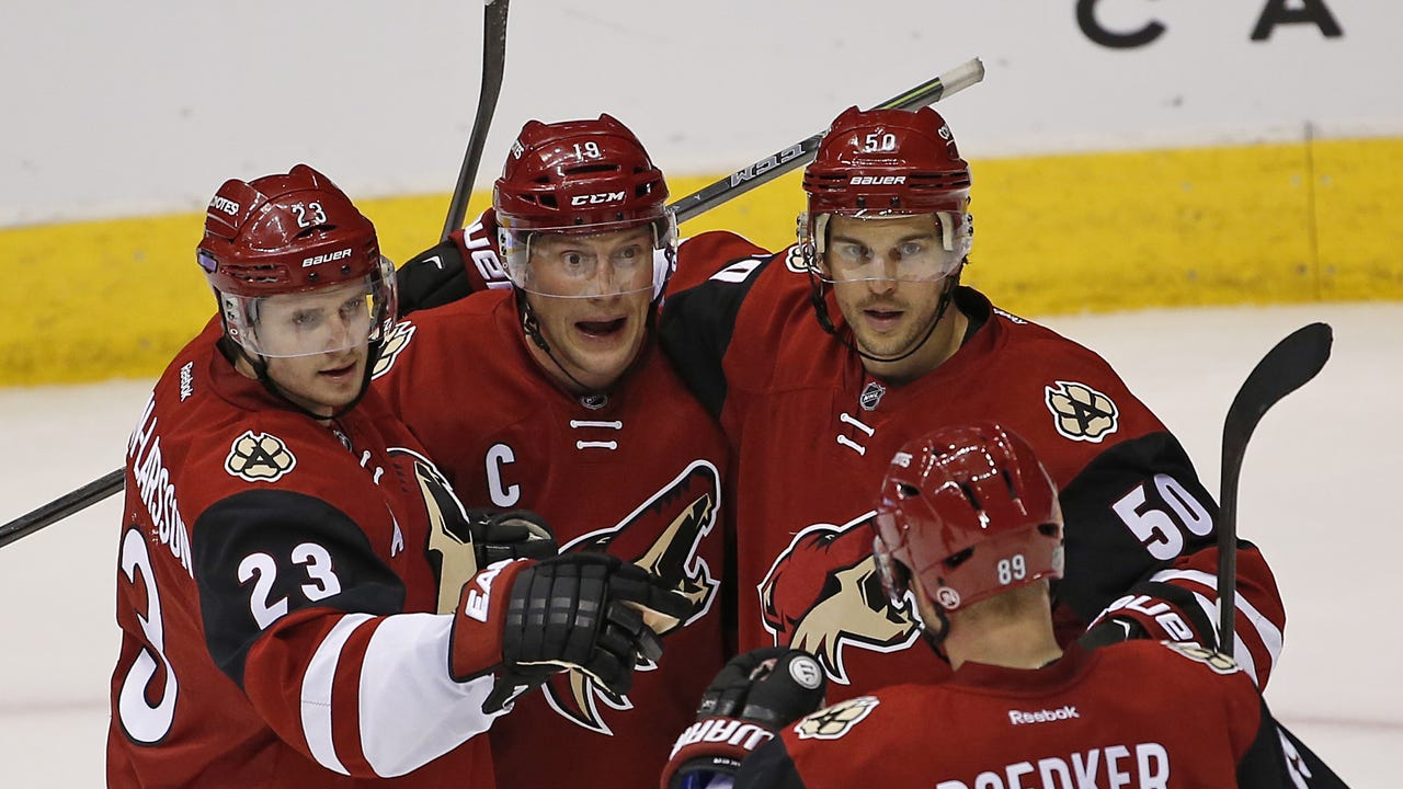 Coyotes insider Sarah McLellan looks at the plus and minus in the 4-1 win over the Flames.