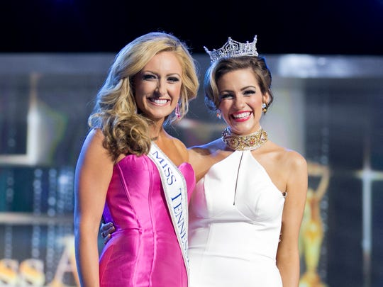 Miss Tennessee Grace Burgess stands with Miss America 2016 Betty Cantrell during the Miss America Competition in Atlantic City.