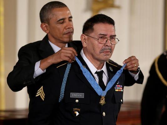 Santiago-Erevia-Obama-Medals-Honor.jpg