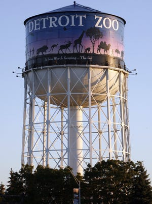 A new decal covers Kwame Kilpatrick's name on the Detroit Zoo water tower on Tuesday, September 16, 2008.