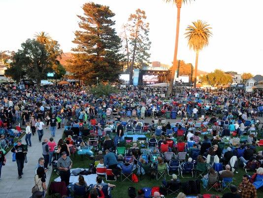 Kevin-Costner-concert-4.jpg