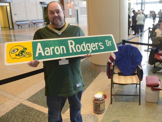 Aaron Rodgers autographs Albert Vetter