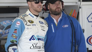 Hamlin tries to win 1st NASCAR title with new crew chief