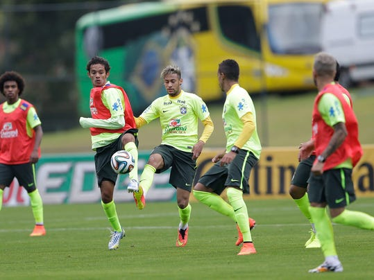 Brazil's Neymar. center, practices during a training session at the Granja Comary training center in Teresopolis, Brazil, Friday, June 20, 2014. Brazil plays in group A of the 2014 soccer World Cup. (AP Photo/Andre Penner)
