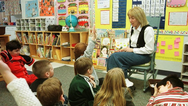 Ginny Gifford of Richmond reads to her first grade class at the Smilie School in Bolton in 2000.