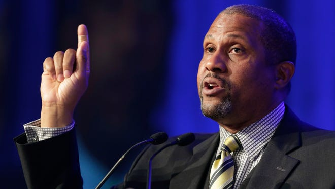 Author and talk show host Tavis Smiley speaks at Book Expo America in New York, May 29, 2014. Smiley is suing his former employer, the Public Broadcasting Service, for breach of contract after he was fired over sexual harassment allegations.