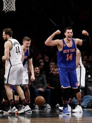 Knicks' Willy Hernangomez (14) and Kristaps Porzingis
