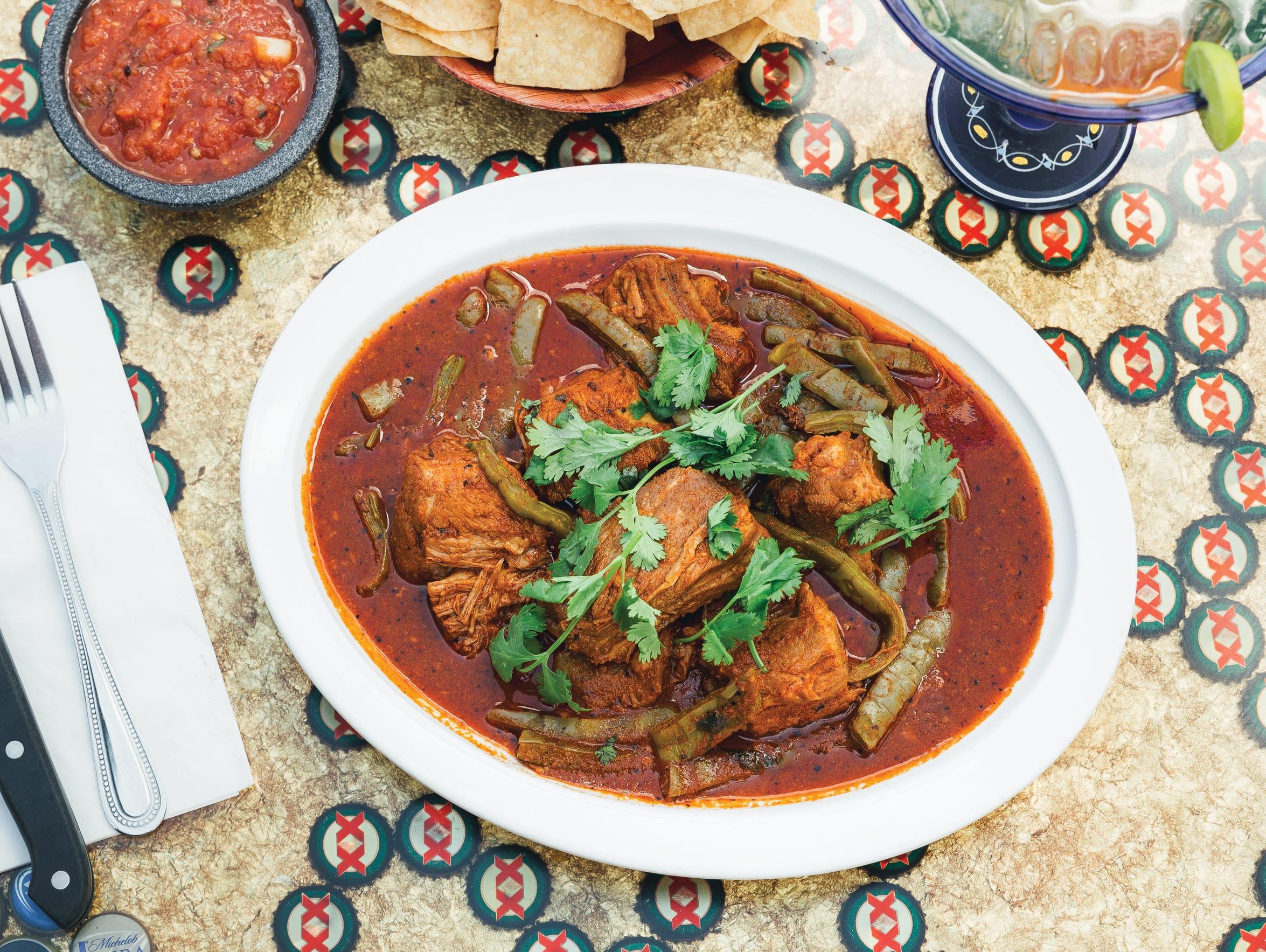 El Mexicali Café's costillas de puerco con nopales.