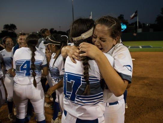 Santa Gertrudis celebrates winning the 3A state championship