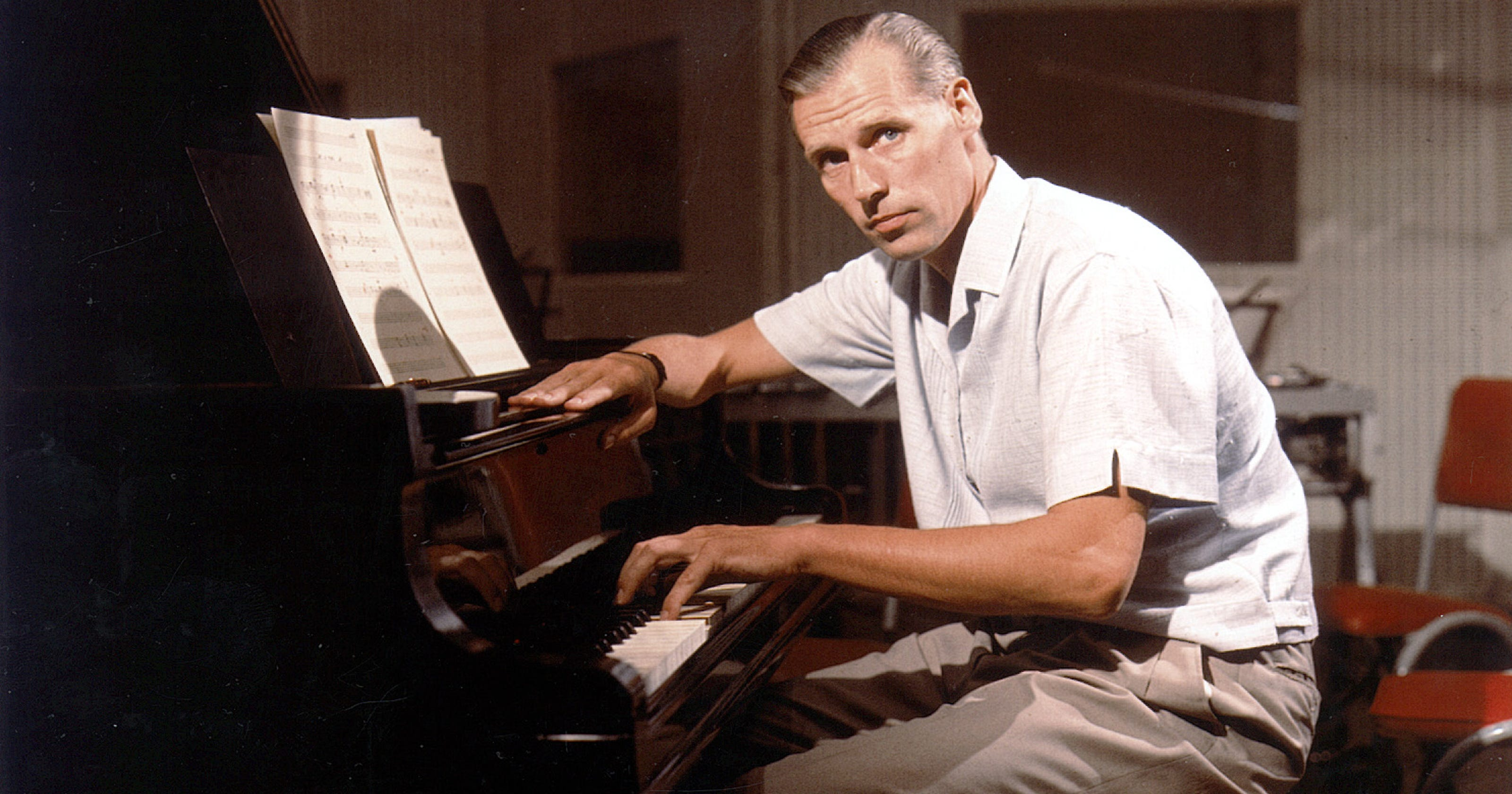 5 great contributions george martin made to the beatles. Black Bedroom Furniture Sets. Home Design Ideas
