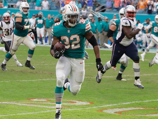 APTOPIX_Patriots_Dolphins_Football_40822.jpg