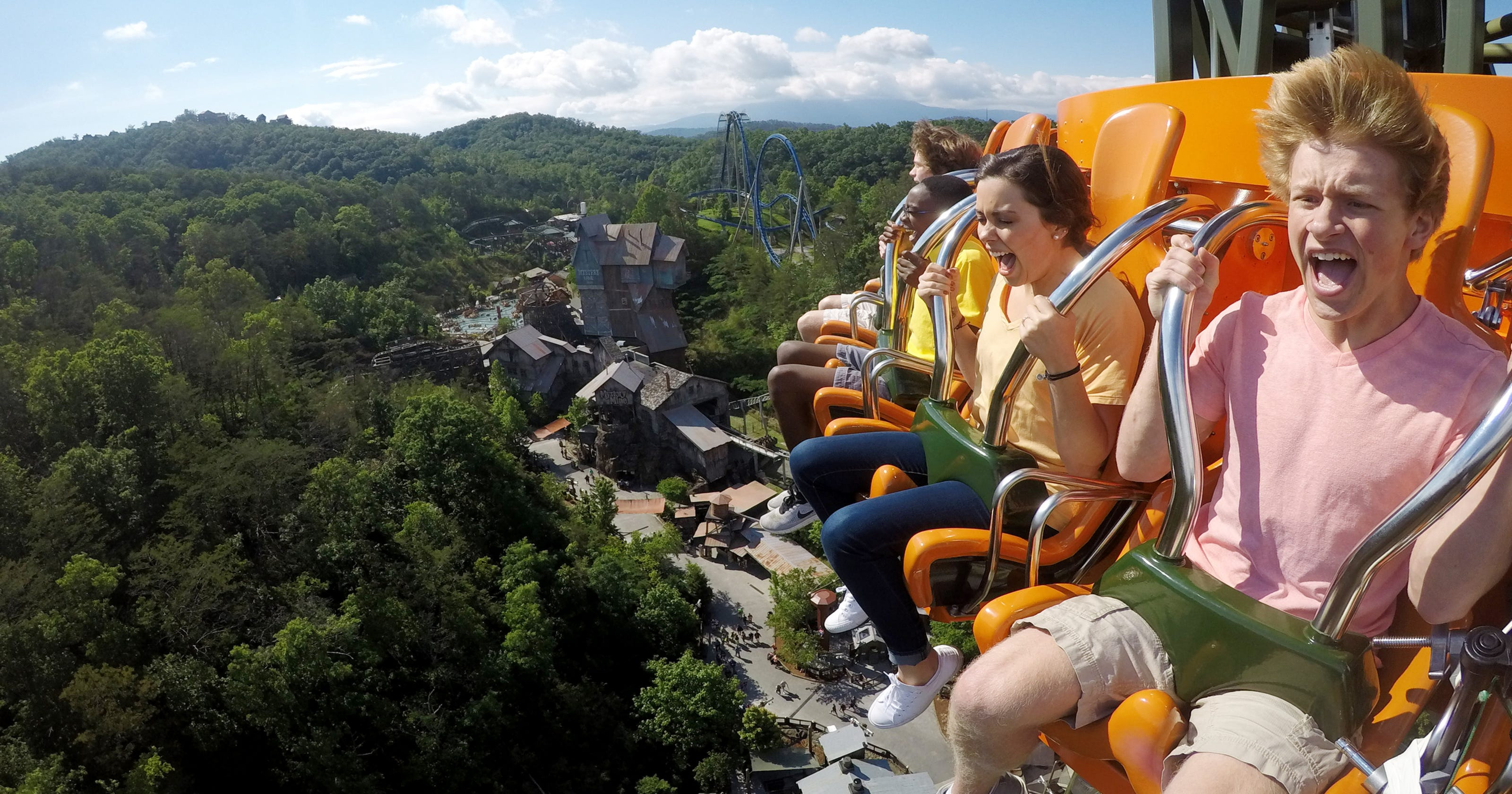 Deals at Dollywood, Six Flags, Kentucky Kingdom Holiday