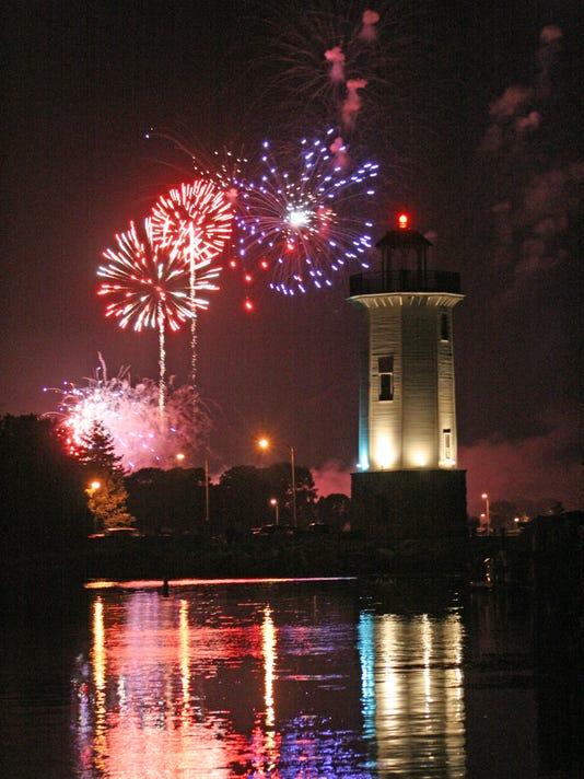 635927026131668273-AAP-0916-Fireworksl165.JPG