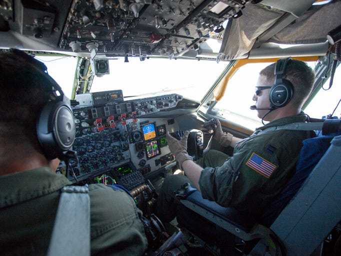 how to get a ride in a fighter jet