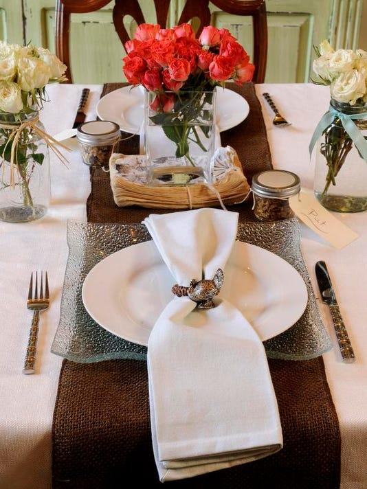 MON thanksgiving table 1115