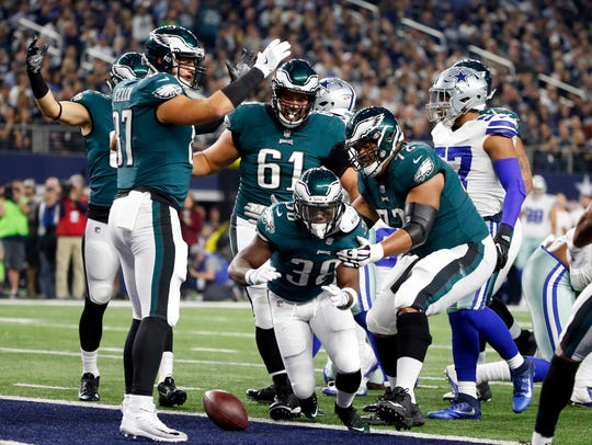Philadelphia Eagles' Kenjon Barner (38) celebrates