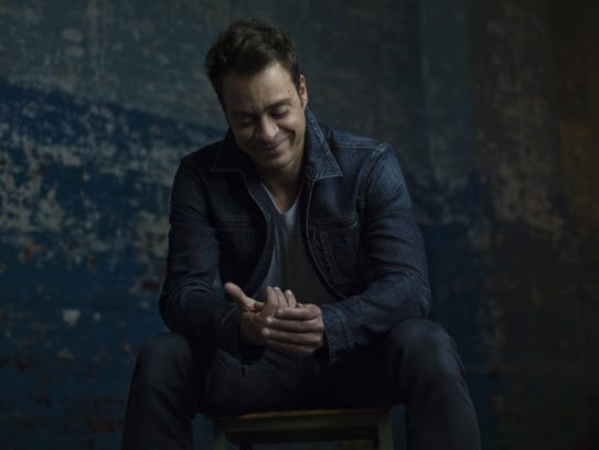 Amos Lee captivated the State Theatre of Ithaca audience