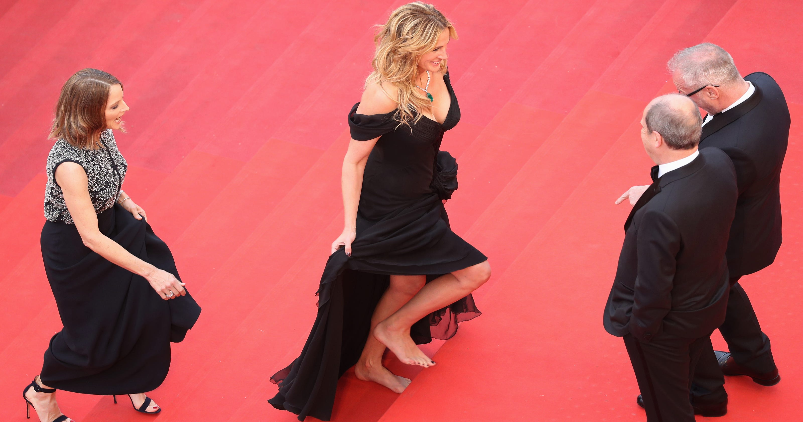 Shoeless Julia Roberts Walked The Cannes Carpet In Bare Feet