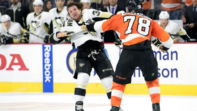 Philadelphia Flyers right wing Pierre-Edouard Bellemare (78) fights with Pittsburgh Penguins right wing Bobby Farnham (34) during the second period at Wells Fargo Center.