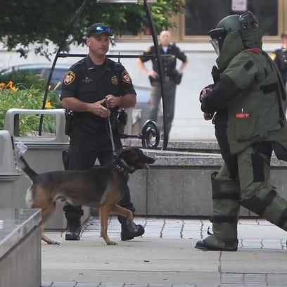 Bomb tech enters Hamilton County courthouse.