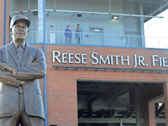 A statue of Reese Smith Jr. in front of MTSU's baseball