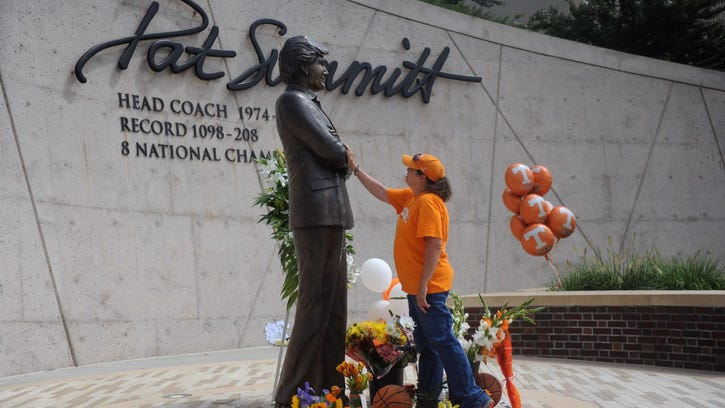 Teresa Olive pays her respects at a statue of Pat Summitt in Knoxville, Tenn. Summitt was 1,098-208 in 38 seasons as the women's basketball coach at Tennessee.