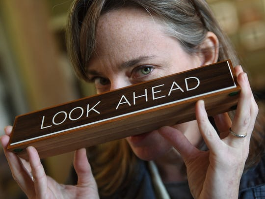 "Jackson artist Laurin Stennis keeps a sign that her grandfather, late U.S. Sen. John C. Stennis, kept on his desk bearing the slogan ""look ahead.""  That philosophy, she says, is a big part of what she hopes to accomplish with her proposed state flag design."